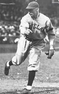 Stanley Coveleski whitewashed the N.L. for three innings.